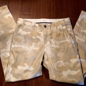 "GAP camo ""girlfriend chino"" pant"